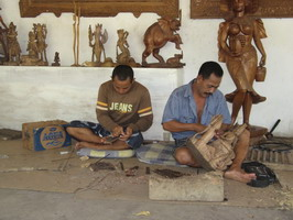 wood carving kemenuh village1